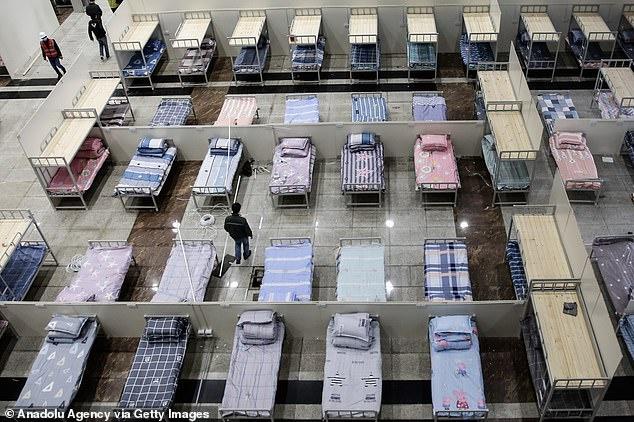 Nhiều giường bệnh còn để trống ở bệnh viện Lôi Thần Sơn. Ảnh: Getty.