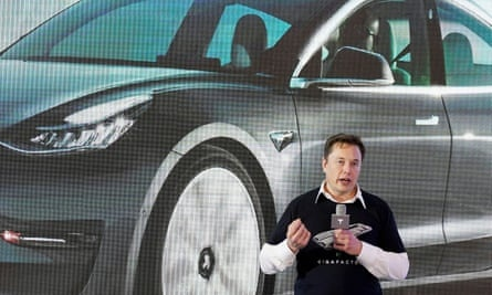 Vua bi keu goi tu chuc,  Elon Musk duoc Tesla tra 1 trieu USD bao hiem anh 1