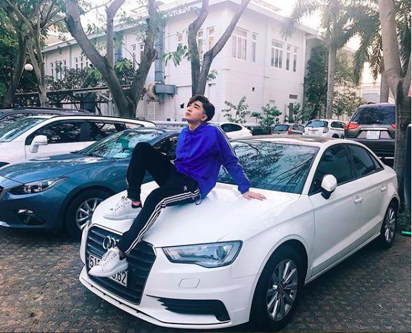 Chi Dan, Son Tung M-TP me sneakers trang hinh anh 1