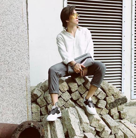 Chi Dan, Son Tung M-TP me sneakers trang hinh anh 2