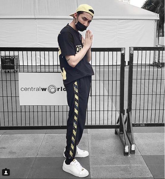 Chi Dan, Son Tung M-TP me sneakers trang hinh anh 8
