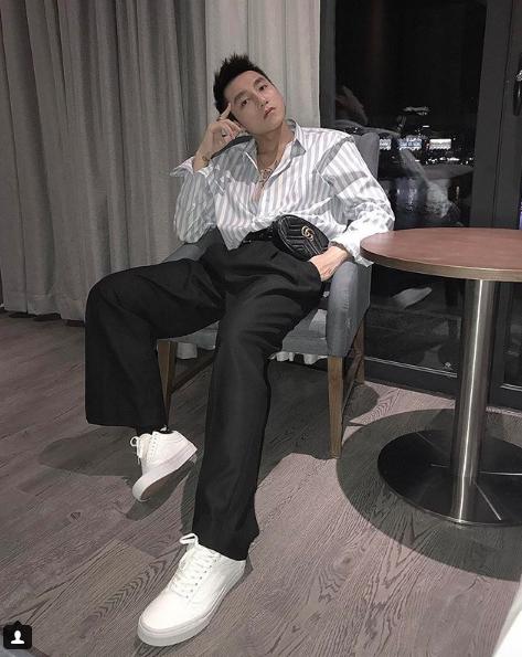 Chi Dan, Son Tung M-TP me sneakers trang hinh anh 9