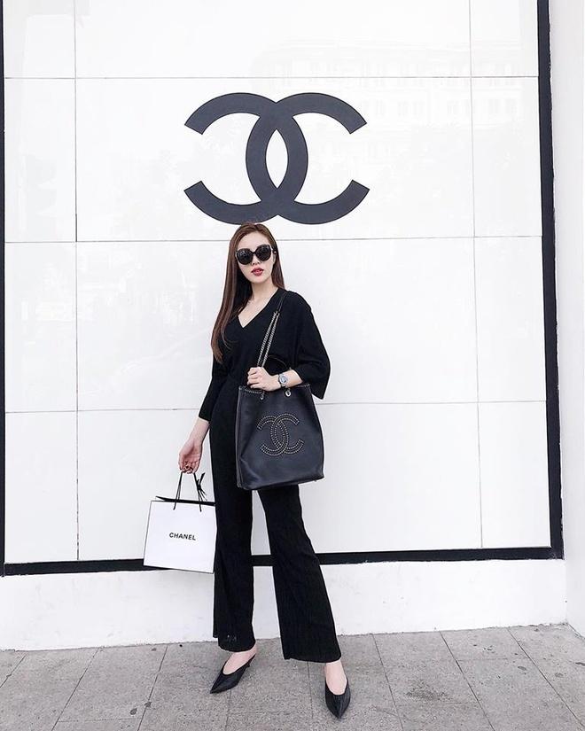 feccde493e15 Sao Việt và sao thế giới, ai cũng phải có chiếc túi Chanel trong tủ ...