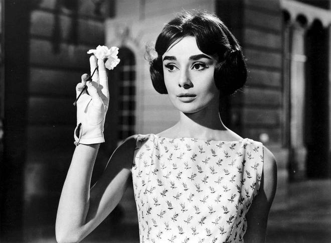 8 bi quyet mac dep khong bao gio loi mot tu huyen thoai Audrey Hepburn hinh anh