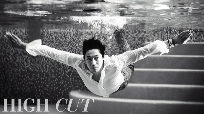 Kim Hyun Joong tung bo anh duoi nuoc dep lung linh hinh anh