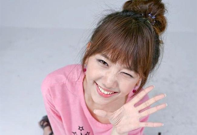 Ban gai hot girl cua Tien Dat hat moc de thuong hinh anh