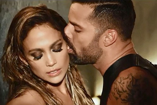 Jennifer Lopez nong bong voi Ricky Martin trong MV moi hinh anh