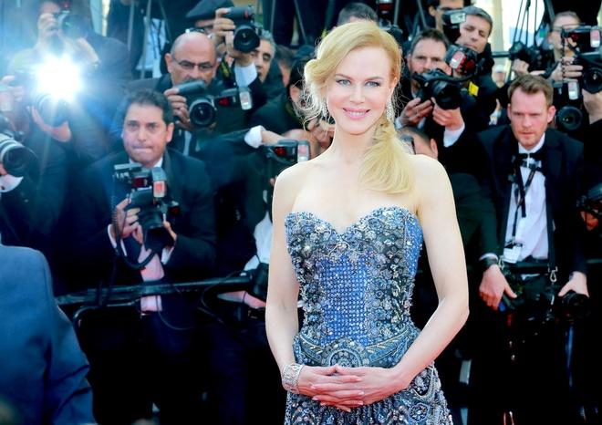 Sao long lay tren tham do lien hoan phim Cannes hinh anh