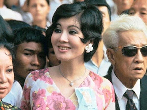 NSƯT Thẩm Thúy Hằng sinh năm 1940, tại Hải Phòng nhưng sau đó bà chuyển vào An Giang sinh sống. Thẩm Thúy Hằng được xem là ngôi sao sáng nhất của điện ảnh Việt Nam giai đoạn cuối thập niên 1950 đến cuối thập niên 1970.
