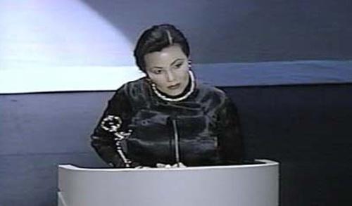Năm 1996, Kiều Chinh được viện Hàn Lâm Khoa học và Truyền hình trao giải Emmy - giải thưởng cao quý nhất dành cho một diễn viên phim truyền hình cho phim tài liệu Kieu Chinh: A Journey Home của đạo diễn Patrick Perez.