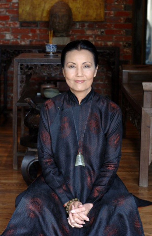 Hiện, Kiều Chinh khi ở tuổi thất thập cổ lai hy vẫn đang định cư ở Mỹ, thỉnh thoảng bà về thăm quê hương.