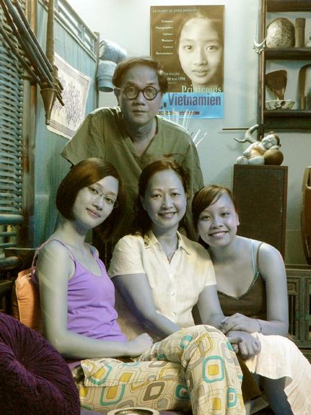 Như Quỳnh có một sự nghiệp êm ả, một gia đình hạnh phúc bên người chồng cũng làm trong ngành nghệ thuật và hai cô con gái xinh xắn.Không còn ở độ tuổi đẹp nhưng Như Quỳnh vẫn đẹp như thuở nào.