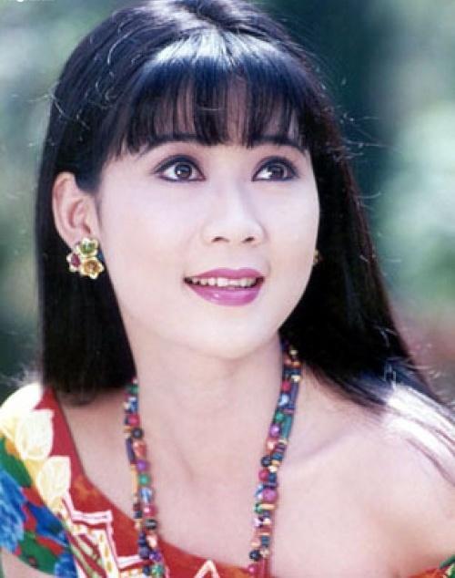 Sau năm 1990, khi dòng phim thị trường bắt đầu đi vào thời kỳ suy thoái, diễn viên Diễm Hương cũng rút vào hậu trường và tính chuyện chồng con. Những năm phim thị trường vẫn ở thời kỳ hoàng kim, cuộc sống trong thế giới giải trí đầy cám dỗ, Diễm Hương vẫn giữ được sự trong sáng, thanh khiết và hiền lành.