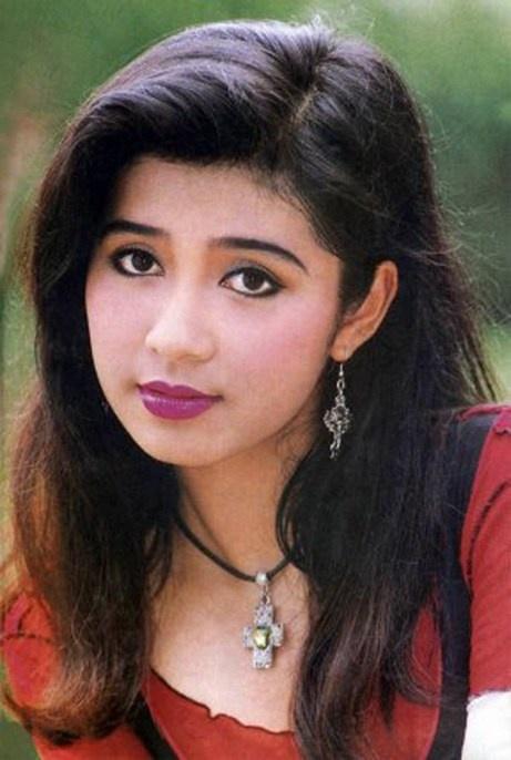 Với vẻ đẹp mặn mòi, đôi mắt đẹp buồn, Việt Trinh nhanh chóng trở thành biểu tượng của vẻ đẹp nghệ sĩ và là một trong những nữ diễn viên điện ảnh nổi tiếng nhất những năm đầu thập niên 90.