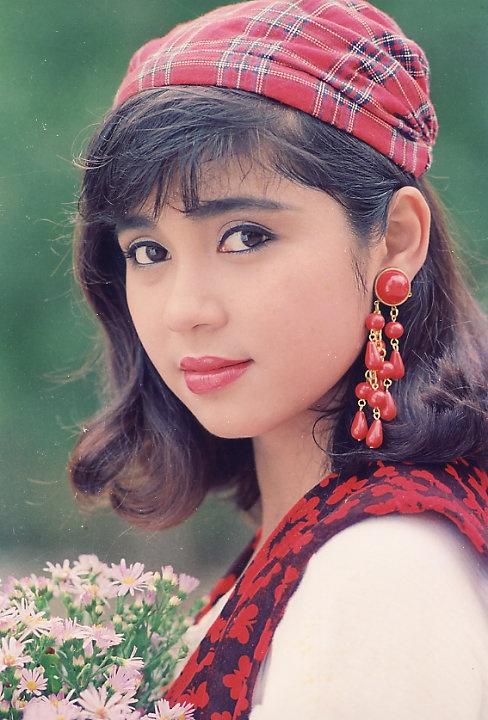 Hầu hết lớp người trung niên hiện đại khi nhắc đến bộ phim này đều không thể quên hình ảnh đầy chịu đựng của cô Bạch Cúc. Với vai diễn này, Việt Trinh đã đóng đinh hình ảnh mình vào lòng những người yêu thích phim Việt trong thời kỳ đó.