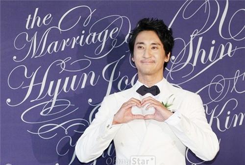 Dien vien 'Nac thang len thien duong' ngay ay - bay gio hinh anh 15 Hình ảnh chú rể Shin Hyun Joon trong hôn lễ.