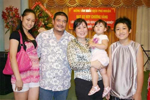 Ngay ay - bay gio cua 'So Khanh' dien trai Le Tuan Anh hinh anh 18 Gia đình Hồng Vân - Lê Tuấn Anh trở thành gia đình kiểu mẫu của làng giải trí Việt vì sống hạnh phúc, chan hòa bên nhau