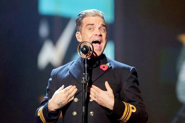Robbie Williams nga gay tay fan hinh anh