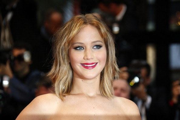 Jennifer Lawrence va 100 sao Hollywood bi phat tan anh nong hinh anh