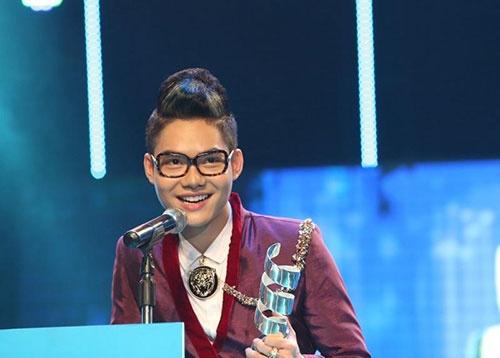 Cao Hữu Thiên được biết đến với vai trò nghề mẫu ảnh cho các tạp chí tuổi teen. Sau đó, vì đam mê ca hát, nên anh quyết tâm trở thành ca sỹ.