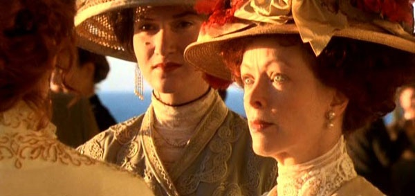 Dan sao Titanic gio di dau, ve dau? hinh anh 9 Francis Fisher thủ vai quý bà Ruth DeWitt Bukater, mẹ của Rose trong phim.