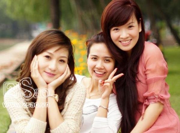 Ba đám cưới 1 đời chồng  quy tụ những nữ diễn viên khả ái của màn ảnh phía Bắc là: Đan Lê, Huyền Lizzie và Thanh Huyền.