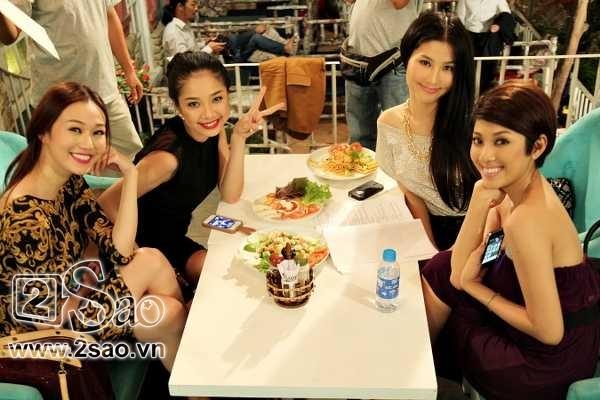 4 mỹ nhân: Khánh My (vai Khánh Ly), Diễm My 9X (vai An Nhiên), Minh Khuê (vai Thảo Vy), Yumi Dương (vai Thùy Như) cùng góp mặt trong bộ phim truyền hình Váy hồng tầng 24.