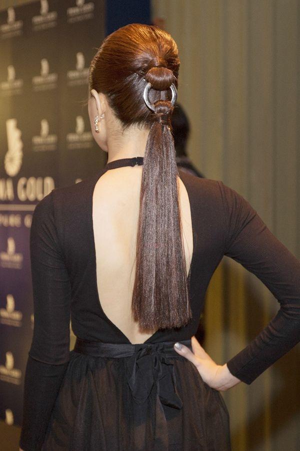 5 yeu to giup Hoang Thuy Linh 'len doi' thoi trang hinh anh 9 Hoàng Thùy Linh là người đẹp Việt tiên phong cho kiểu tóc đuôi ngựa trên sàn diễn Dior