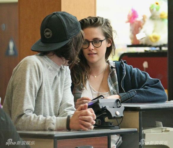 Me Kristen Stewart thua nhan con gai dong tinh hinh anh 2
