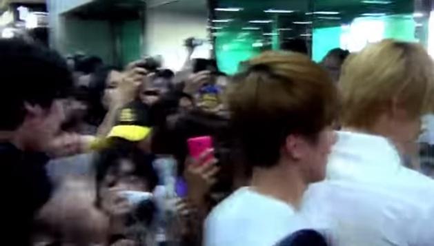 Quan ly EXO danh fan hinh anh