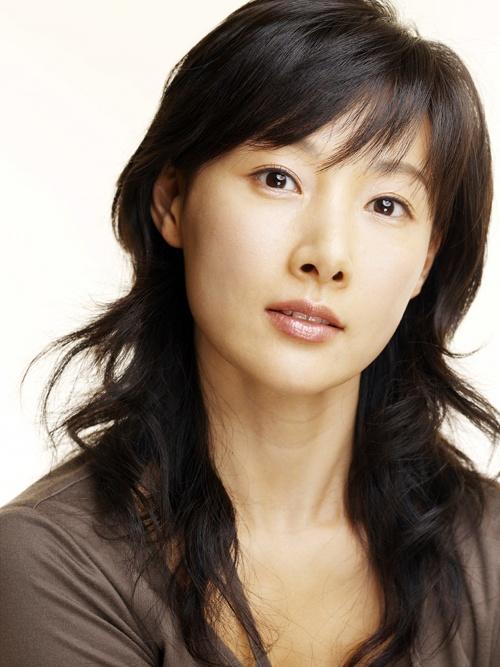 10 lan anti-fan suyt giet than tuong Han hinh anh 9 Nữ diễn viên Do Ji Won từng may mắn thoát chết khi bị anti-fan bắt cóc và nhốt cô vào thùng xe.