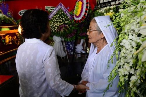 Vo nhac si Phan Huynh Dieu phut cuoi khong thay mat chong hinh anh