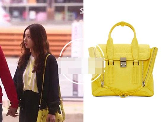 Boc gia hang hieu cua my nhan Han trong phim hinh anh 8 Cô diện túi đeo vàng nổi bật hiệu 3.1 Phillip Lim có giá khoảng 15,5 triệu đồng.