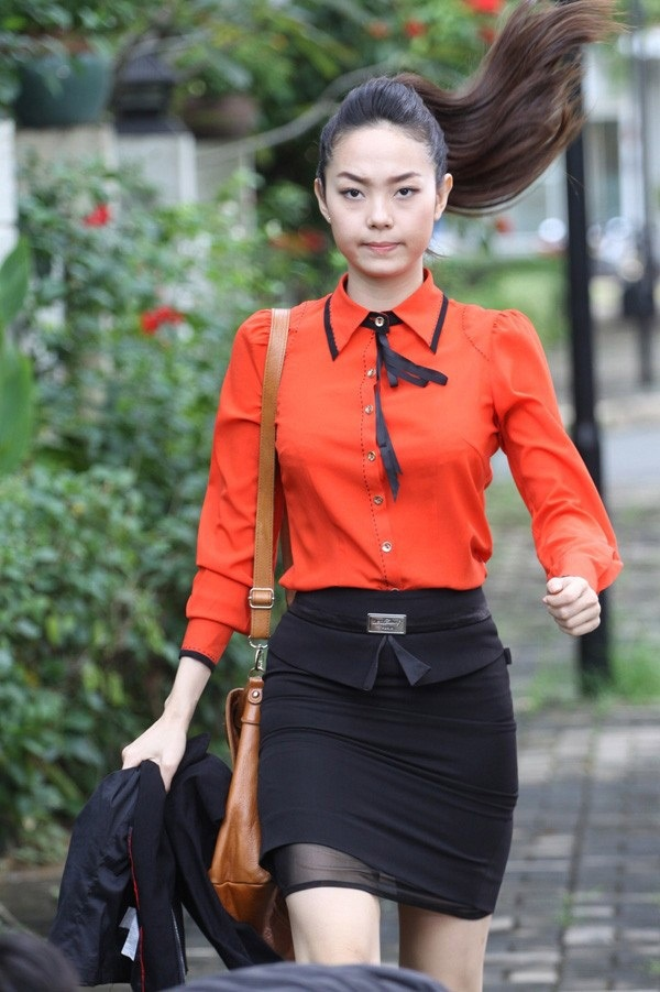 Top 10 'quy co cong so' xinh dep cua man anh Viet hinh anh 2 Trong bộ phim này, trang phục công sở của Minh Hằng được khen trẻ trung, hiện đại,  phù hợp với tính chất công việc của nhân vật.