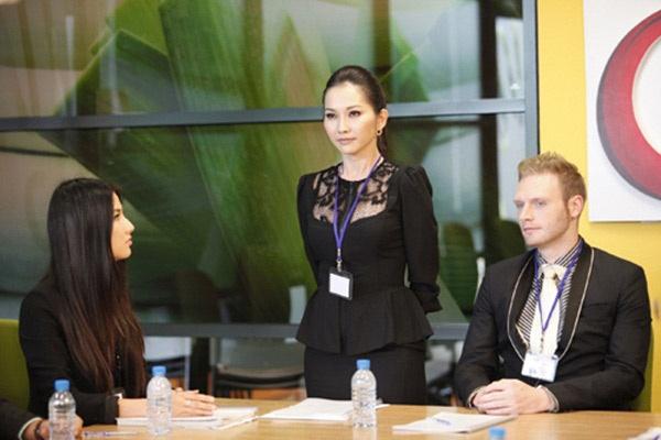 Top 10 'quy co cong so' xinh dep cua man anh Viet hinh anh 3 Trong bộ Váy hồng tầng 24, nữ diễn viên Kim Hiền tạo ấn tượng với một vai ác. Vai diễn của cô là Thanh Vân, giám đốc điều hành bộ phận sáng tạo của một công ty truyền thông lớn.