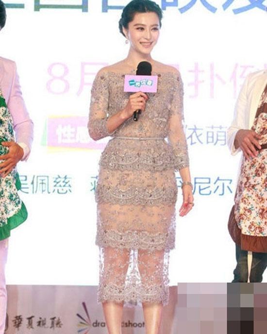 Nhiều người cho rằng, Phạm Băng Băng có đùi to và chân cong. Chính vì lẽ này mà tại các sự kiện lớn, cô thường xuyên diện váy dài.