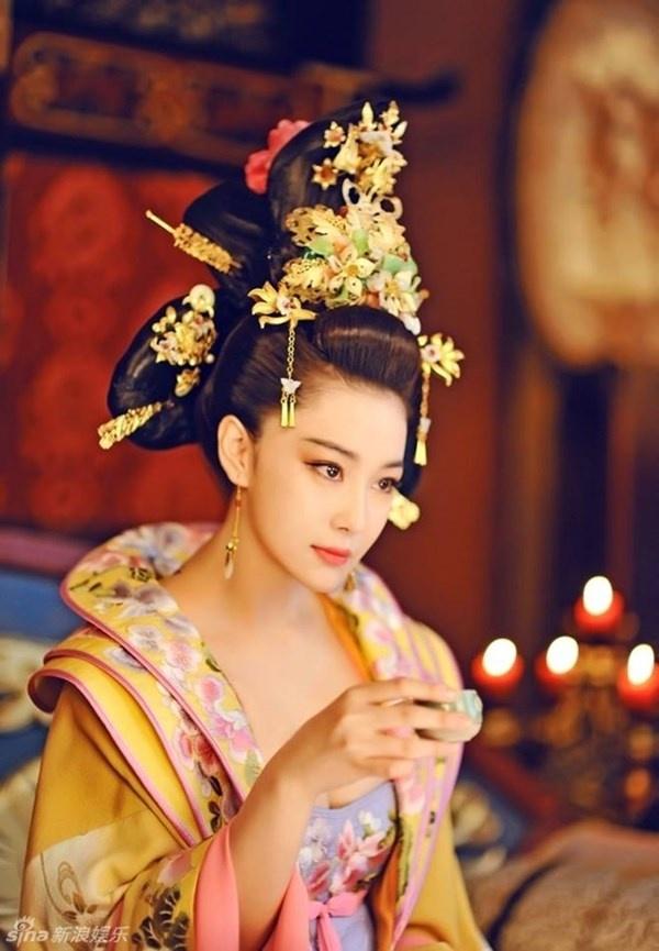 Tao hinh co trang 'van nguoi me' cua Truong Hinh Du hinh anh 3
