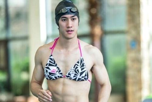 My nam Hoa ngu gay sot voi hinh anh mac bikini hinh anh