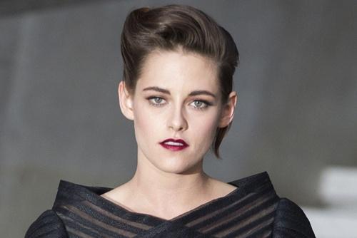 Kristen Stewart vao vai huyen thoai thoi trang Coco Chanel hinh anh