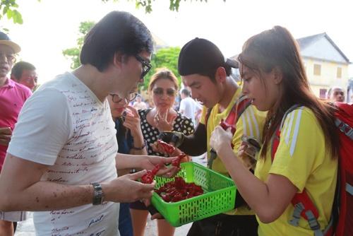 Hai Bang - Truong Nam Thanh duoc  Kim Tu Long cho tien hinh anh