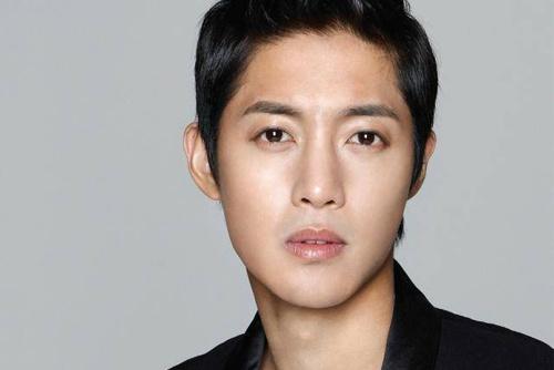 Cha de len tieng ve con roi cua Kim Hyun Joong hinh anh