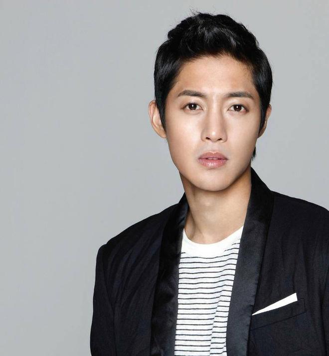 Cha de len tieng ve con roi cua Kim Hyun Joong hinh anh 1