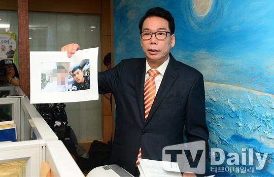Kim Hyun Joong hop bao khan vi con roi hinh anh 1