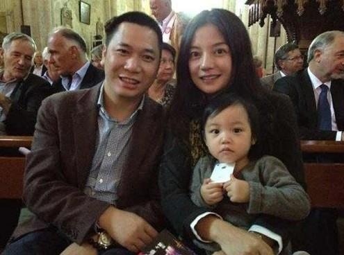 Giau co va quyen luc nhu dan my nhan 'Hoan Chau cach cach' hinh anh 3 Gia đình nhỏ của Triệu Vy