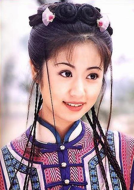 Giau co va quyen luc nhu dan my nhan 'Hoan Chau cach cach' hinh anh 5 Tạo hình Hạ Tử Vy của Lâm Tâm Như.