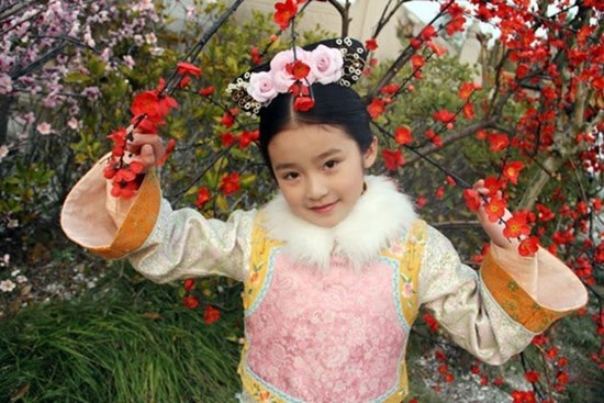 Sao nhi Hoa ngu ngay ay - bay gio hinh anh 11 Sài Úy sinh năm 2002, đóng phim từ khi lên 9 tuổi. Cô bé chiếm trọn trái tim khán  giả nhờ vai Thừa Hoan cách cách trong bộ phim đình đám Bộ bộ kinh tâm.