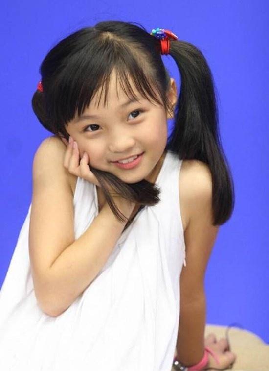 Sao nhi Hoa ngu ngay ay - bay gio hinh anh 8 Cô bé sinh năm 1999 Lâm Diệu Khả nổi tiếng khắp Trung Quốc sau màn trình diễn  trong đại lễ khai mạc Thế vận hội Olympic Bắc Kinh 2008.
