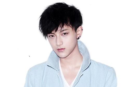 Tao (EXO) to bi SM Entertainment phan biet doi xu hinh anh