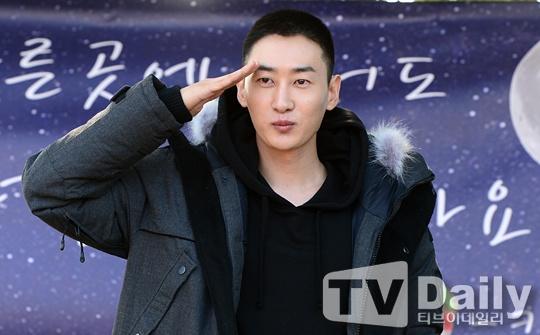 Eun Hyuk cua Super Junior roi nuoc mat ngay nhap ngu hinh anh 1