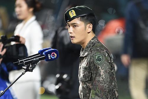 Jae Joong (JYJ) hat sai quoc ca Han Quoc hinh anh